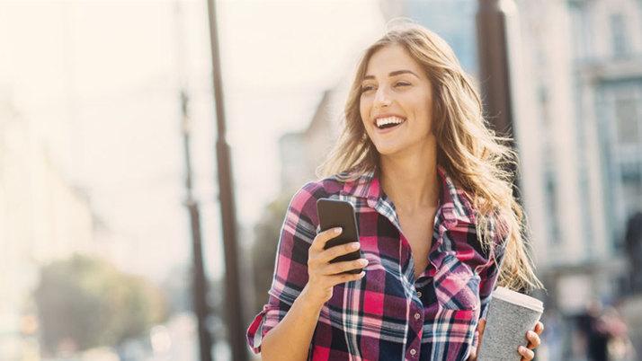 Pocket 2 - poręczny kobiecy smartfon